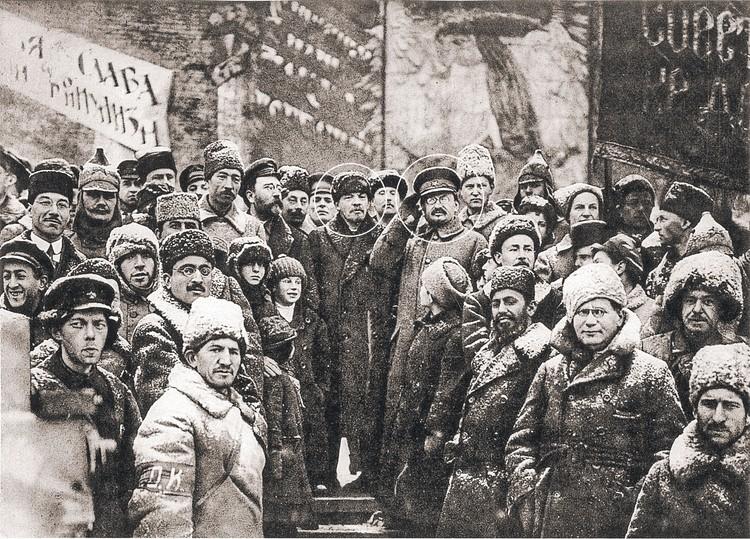 Два вождя революции - Ленин и Троцкий на Красной площади 7 ноября 1919 года. Фото: Государственный архив Российской Федерации
