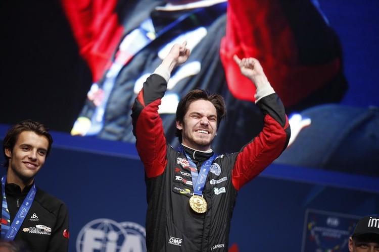 Наградой за победу для петербуржца стала золотая медаль - почти такая же, как в настоящих Олимпийских играх! - и всемирная известность. Фото: Григорий Голышев