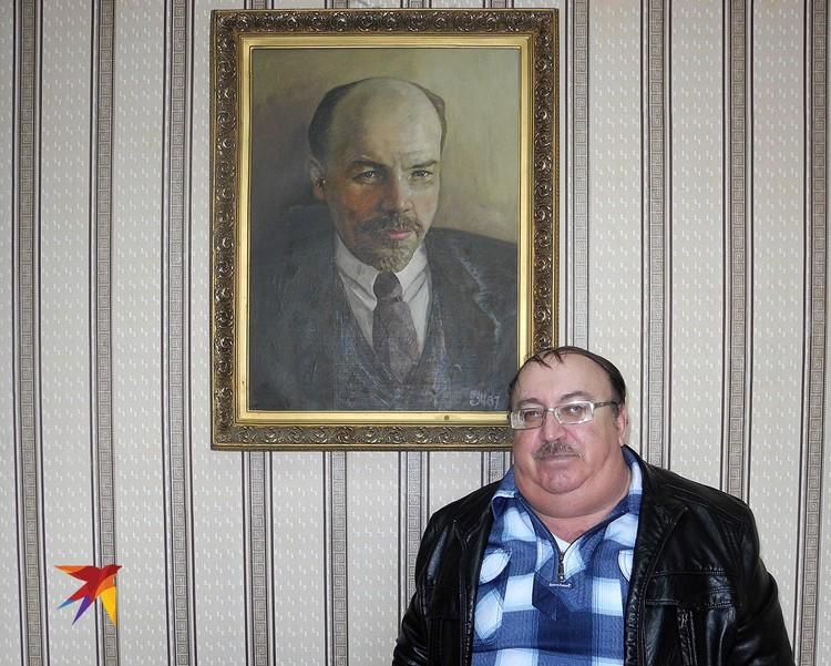 Владимир Кучера - помощник депутата Госдумы от КПРФ.
