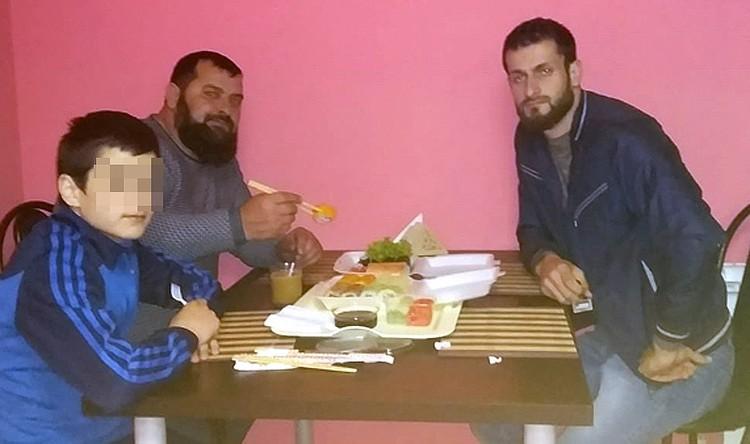 Ислам Бациев (справа) убит (на фото с Адланом).