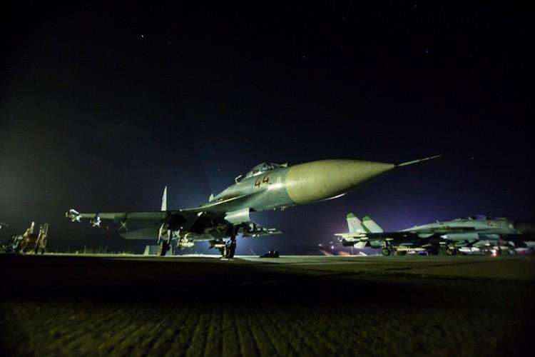 Су-27 на аэродроме в Чкаловске.