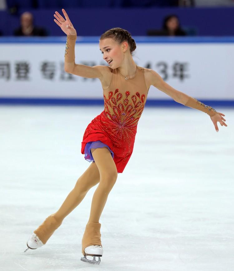Анна Щербакова во время исполнения произвольного танца.