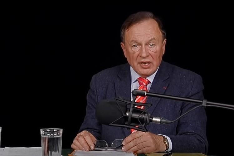 Доцент СПбГУ Олег Соколов считался легендой среди историков-наполеонистов. Фото: скриншот из видео