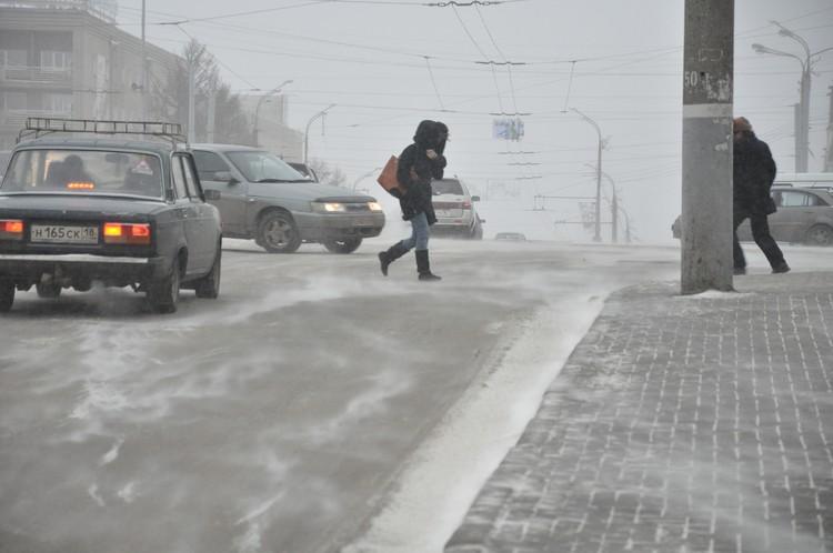 Берегите себя. Переходите улицы только в положенном месте. Фото: Эдуард Карипов