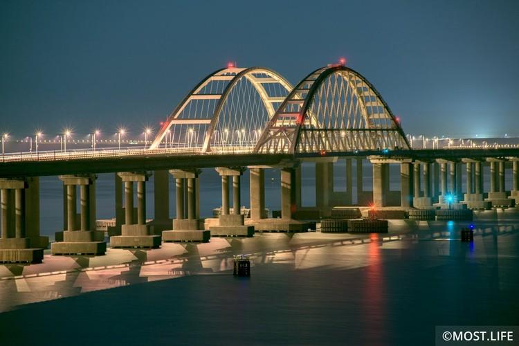 Совсем скоро по железнодорожной части моста застучат колеса поездов. Фото: Инфоцентр Крымский мост