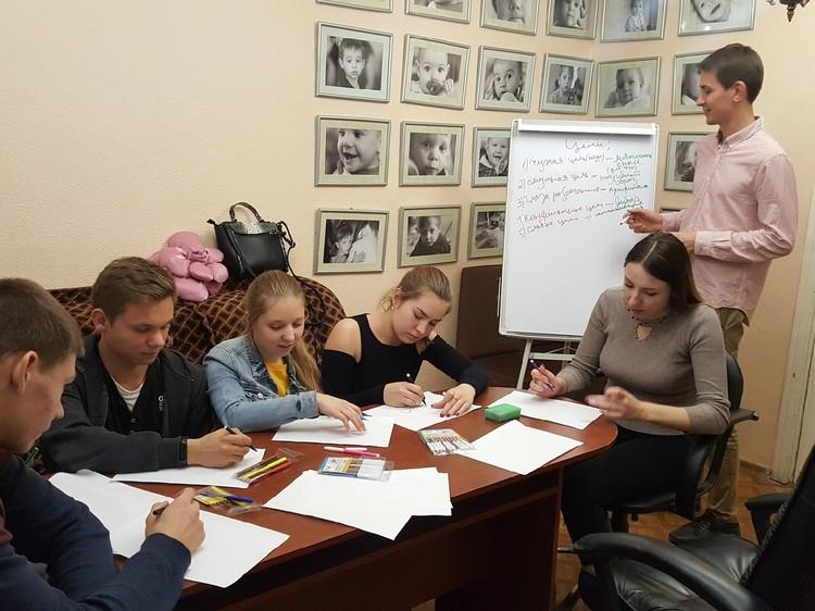Занятие с психологом для студентов-стипендиатов Фото: Псковский детский фонд