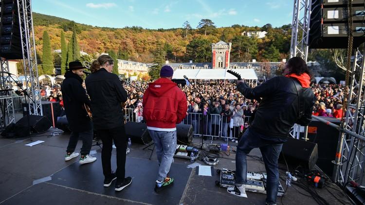 #Ноябрьфест собрал тысячи людей. Фото: пресс-служба Минкурортов РК