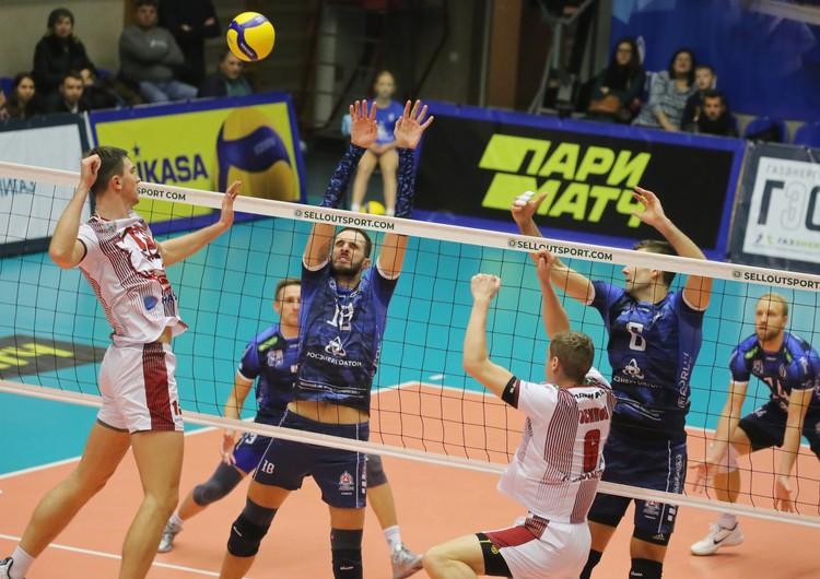 Выступления «Новы» в этом сезоне пока не радуют. Команда не выиграла ни одной партии в четырех матчах. Фото: ВК «Динамо» Ленобласть.