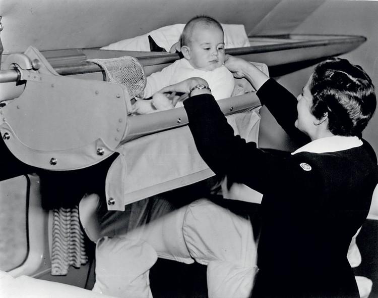 Первые бортпроводники появились на самолетах немецкой авиакомпании Lufthansa