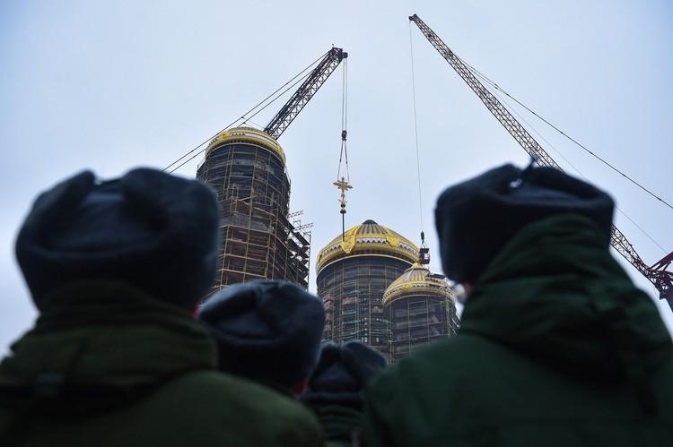 Всего будет установлено шесть крестов. Фото: Минобороны России