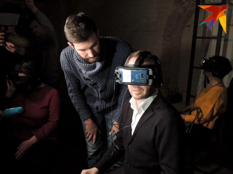 Евгений Миронов смотрел представление, в котором сам же участвовал, через очки