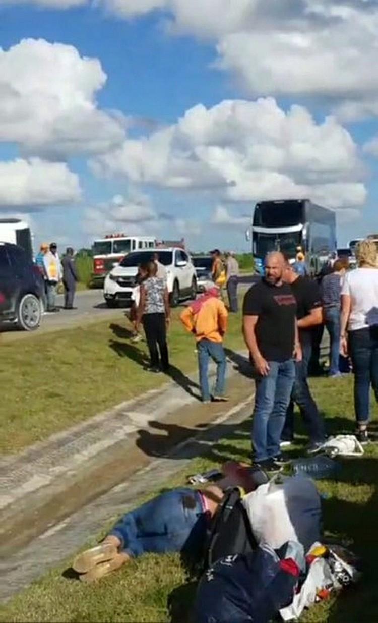 В автобусе действительно было трое детей. Одна из них девочка - 12-летняя - пострадала больше всего