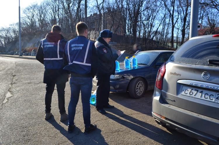 Вместе с полицией участие в рейде приняли члены народной дружины