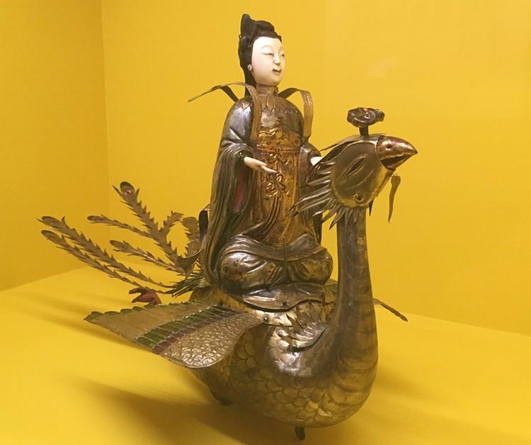 Заводная китайская игрушка богини на птице Феникс.