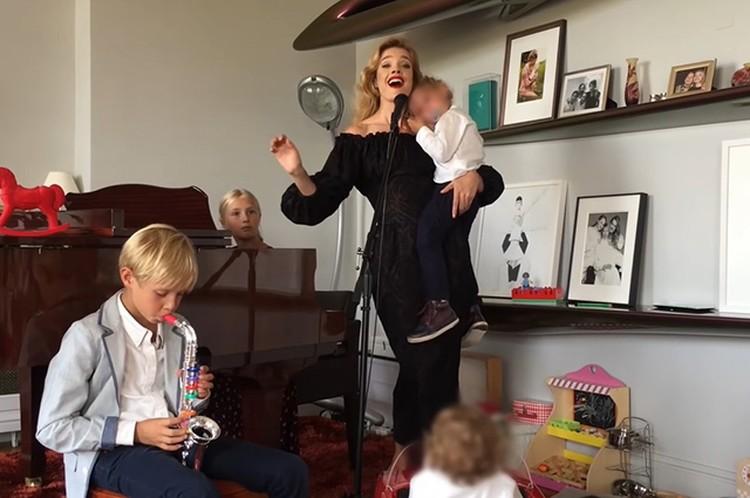 Вместе с Натальей в блоге будут сниматься ее дети. Фото: Инстаграм.