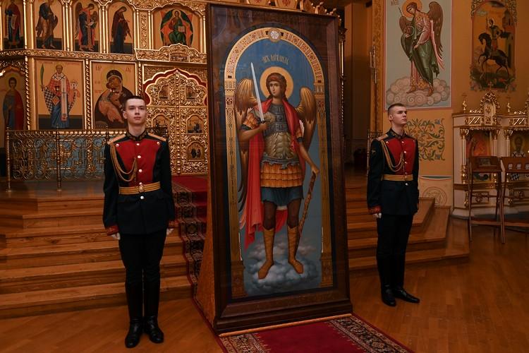 Святой Архангел Михаил - небесный покровитель ВАГШ. Фото: МО РФ