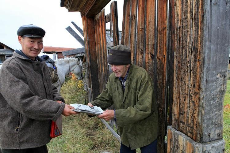 Таежный почтальон развозит почту в любую погоду. Фото: Борис СЛЕПНЕВ.
