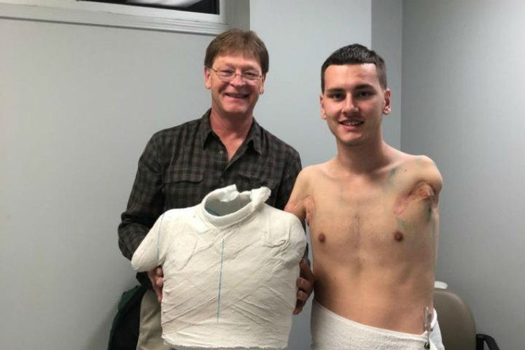 Благодаря марафону у парня впервые появятся протезы. Фото: личный архив.