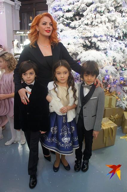 Анастасия Стоцкая с сыном Сашей и детьми Киркорова Фото: Алена МАРТЫНОВА