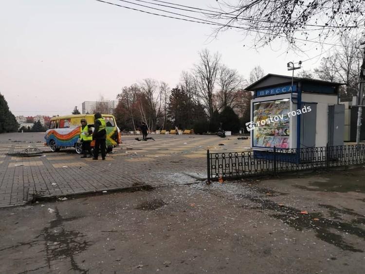 Мобильной кофейне не поздоровилось после чудовищного удара. Фото: instagram.com/rostov_roads