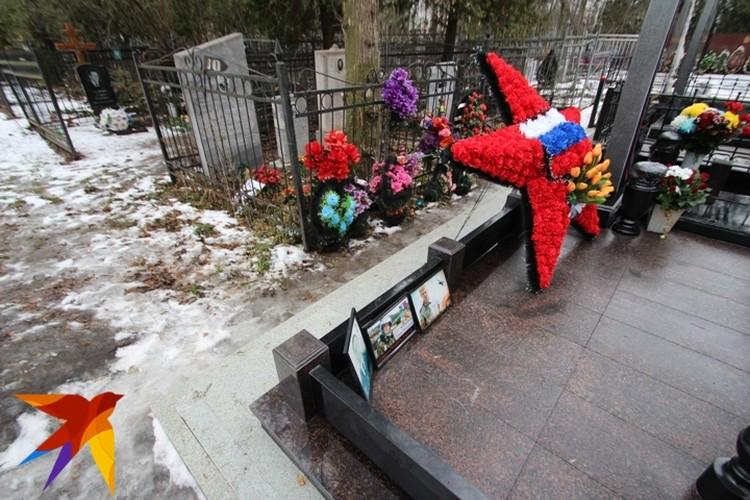 Романа похоронили на Аллее славы Коминтерновского кладбища