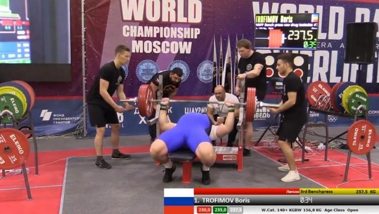Борис Владимирович тренирется два-три раза в неделю, по два-два с половиной часа.