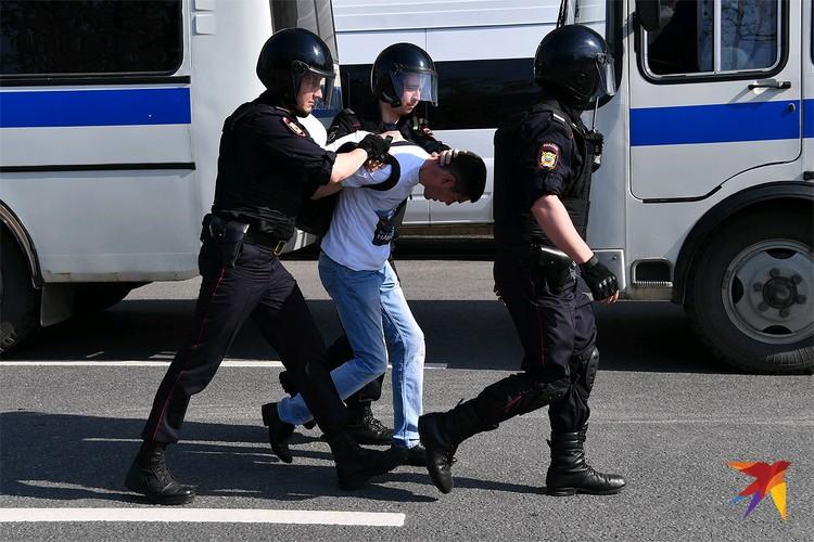 Задержание на протестной акции в Москве.
