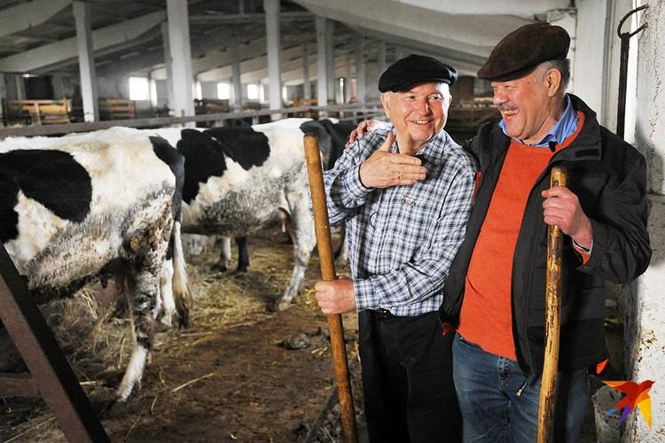 В последние годы Юрий Лужков все свое время посвящал ферме в Калининградской области, где его навещал обозреватель «КП» Александр Гамов. Это одно из последних их совместных фото