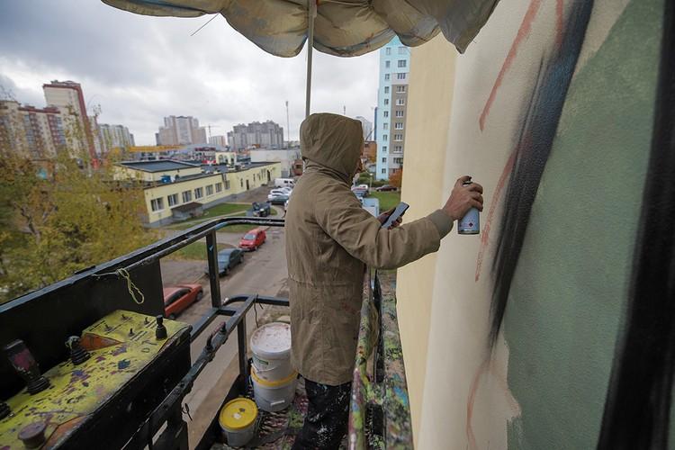 Художник из Беларуси победил с ошеломительным результатом в 53% голосов, оставив позади финалистов из Украины, Чили и Испании. Фото: предоставлено организаторами