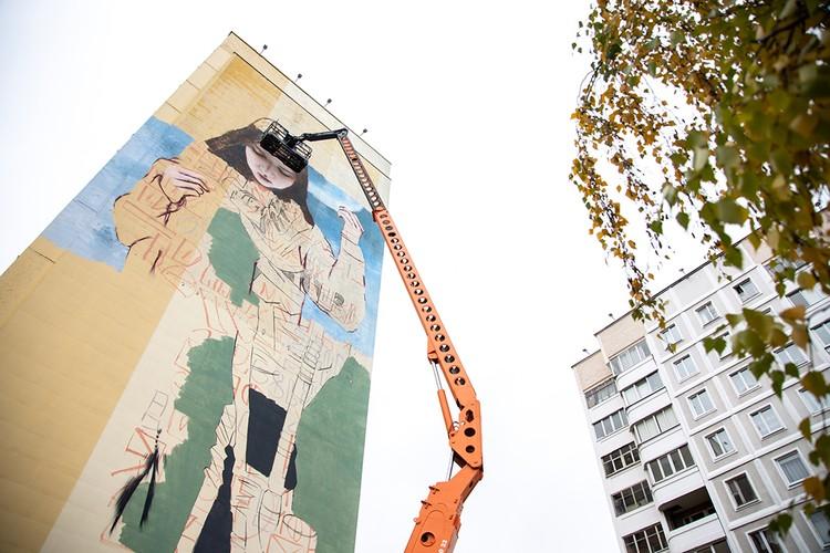 Художник Mutus рисует с детства, а в стрит-арт пришел после просмотра фильма Banksy «Выход через сувенирную лавку». Фото: предоставлено организаторами