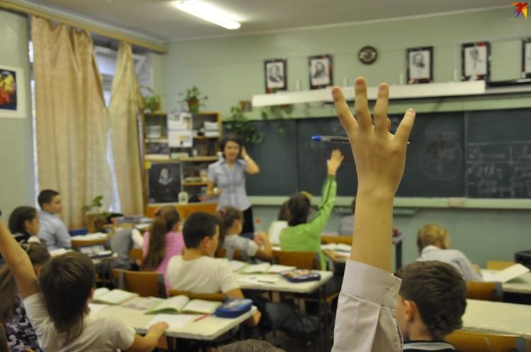 При выборе школы Министерство образования рекомендует родителям обращать внимание не на ее известность, а на квалификацию учителей, шаговую доступность и личные особенности ребенка