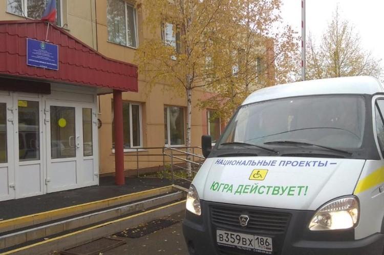В 2019 году было приобретено девять автомобилей для доставки в медучреждения муниципальных районов югорчан старше 65 лет. Фото с сайта depsr.admhmao.ru