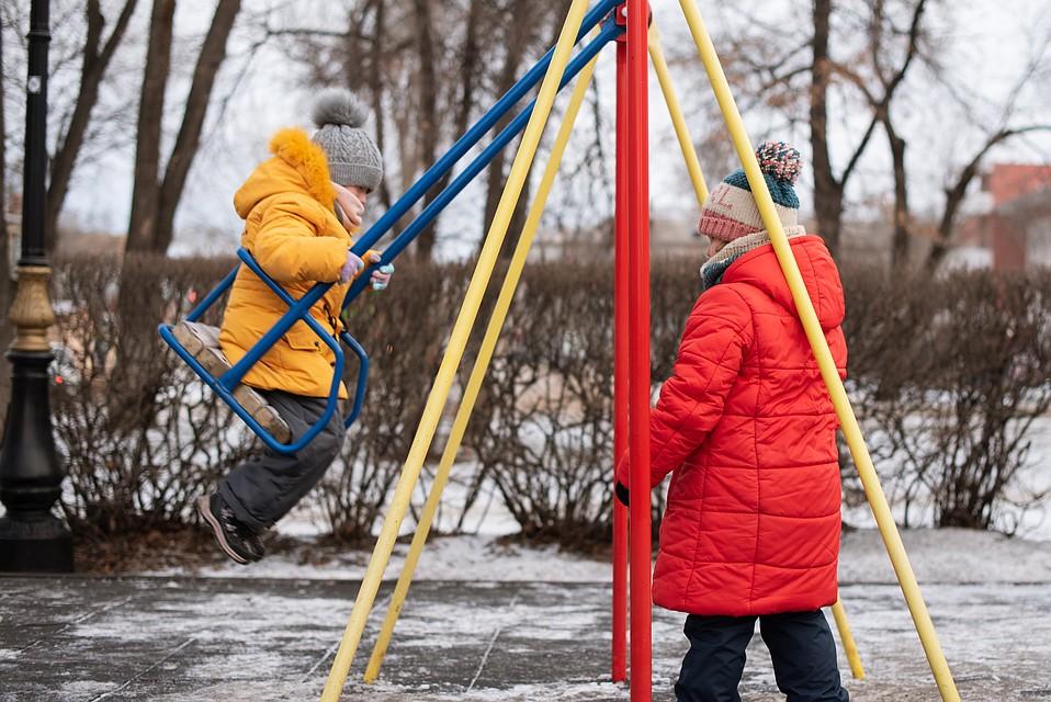 Новые родители хотят, чтобы у девочек было беззаботное детство Фото: Ксения ТИМОФЕЕВА