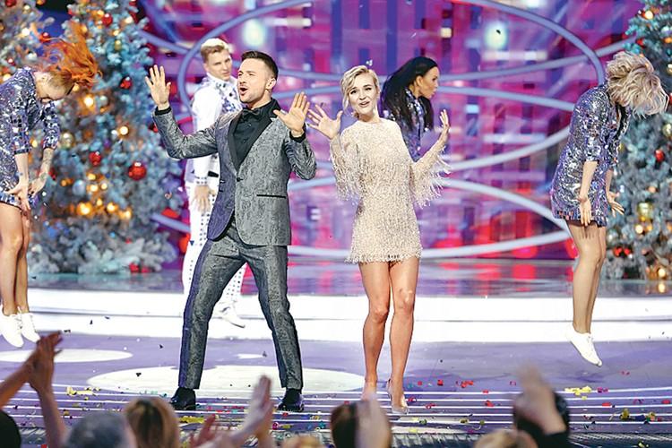 Сергей Лазарев и Полина Гагарина, участники «Евровидения» в разные годы, образуют зажигательный сценический тандем. Фото: Канал «Россия 1»