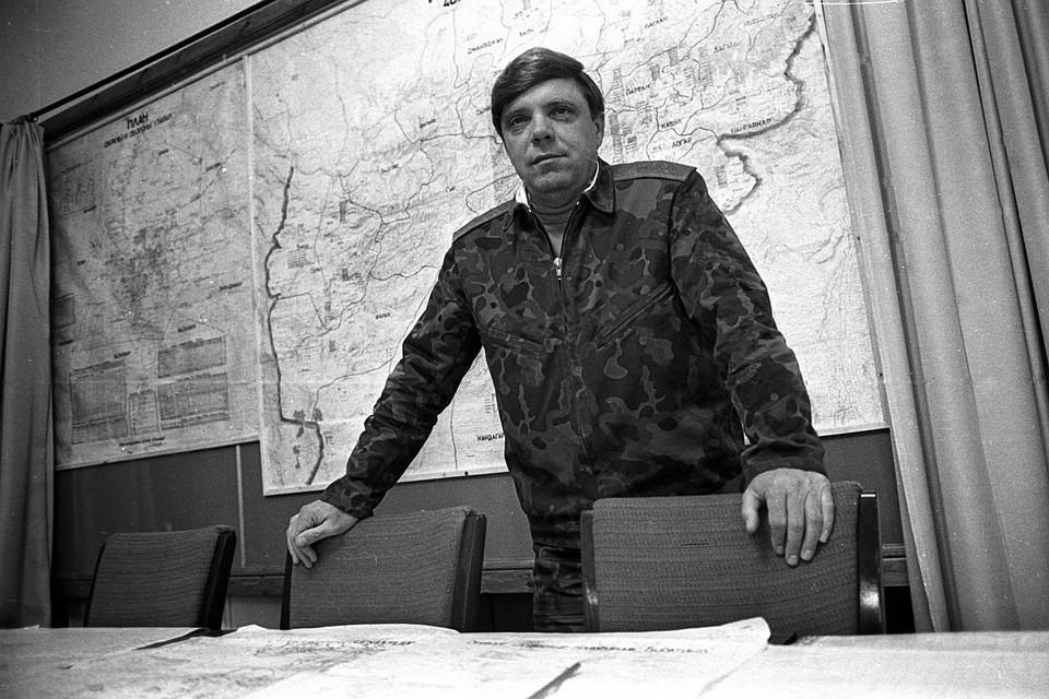 Командующий советскими войсками в Афганистане генерал Борис Громов в штабе. Фото: Виктор Хабаров/ZERKALO