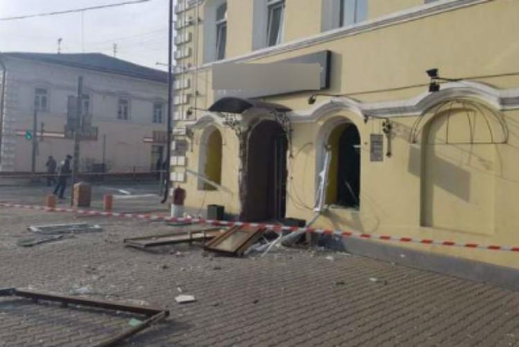В кафе повылетали окна и двери. Фото: ГУ МЧС России по Иркутской области