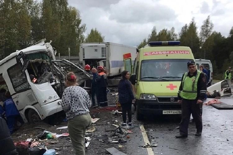 Причиной аварии стал выезд водителя грузовика на встречную полосу. Фото: Дима Чуйко
