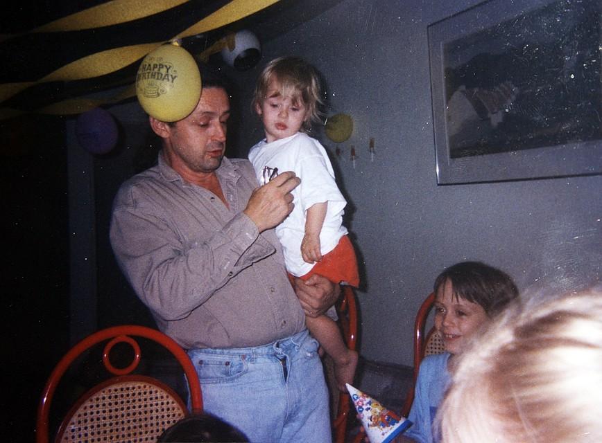 Отец Макколея, Кристофер Калкин - несостоявшийся актер. Не добившись ни малейших успехов на творческом поприще, он решил поправить семейный бюджет, проталкивая на сцену своих детей Фото: EAST NEWS