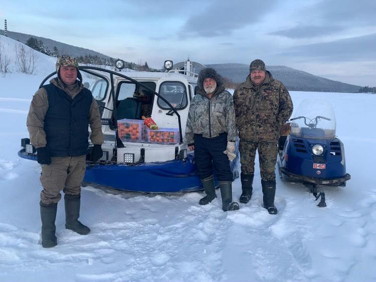 Очередная новогодняя экспедиция по раздаче мандаринов закончилась спасательной операцией. Фото: предоставлено героем публикации.