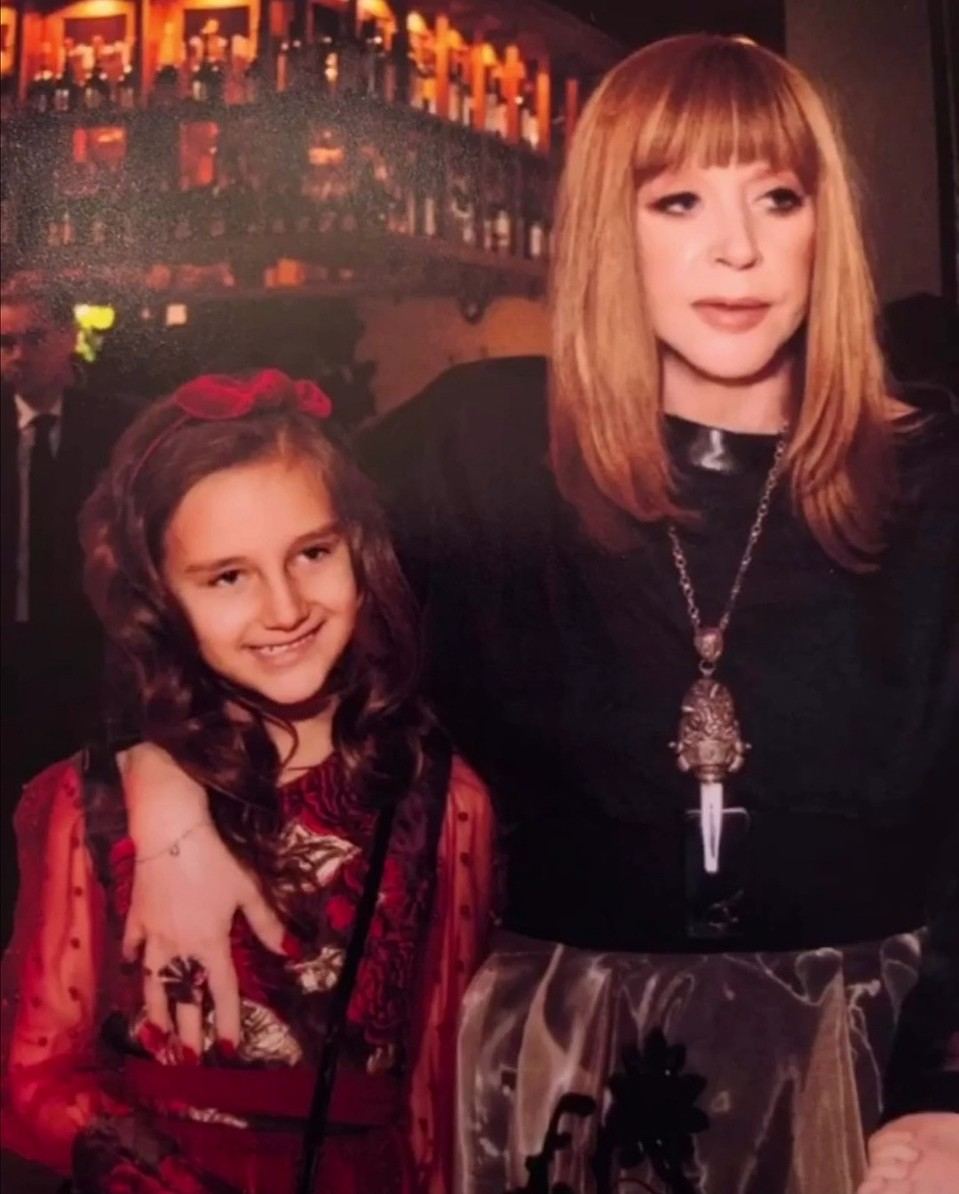 Анжелика Варум В Откровенном Наряде На Концерте «Новогодняя Ночь На Первом 2014»