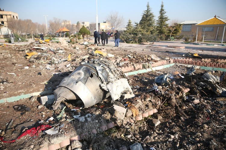 "Обломки ""Боинг -737 - 800"" разбросало на несколько километров вокруг."