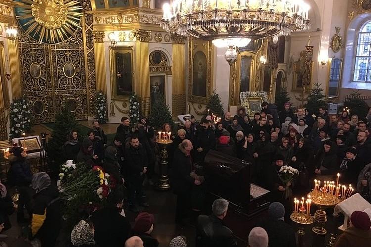 """Церемония прощания с Андреем Павленко собрала больше 200 человек. Фото: сайт """"Невские Новости""""."""