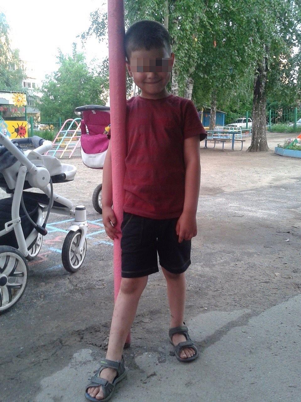 Семилетний Егор играл с друзьями на тарзанке, когда в него попала пуля.