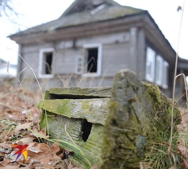 Заброшенный дом в мертвой деревне Халютино, Тверская область.