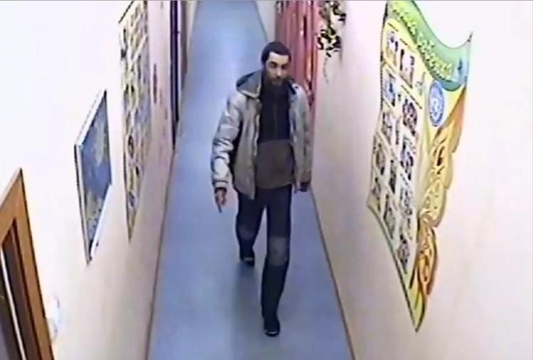 Преступник спокойно гулял по детскому саду в поисках жертвы Фото: СКР