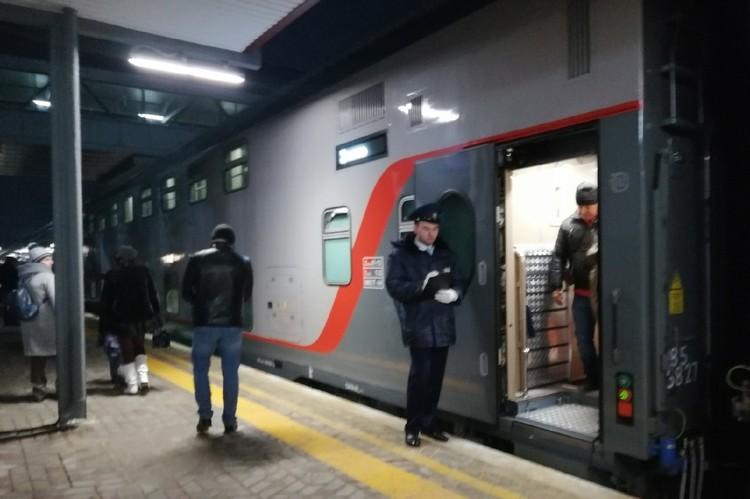 Поезд отправляется из Симферополя в вечернее время.