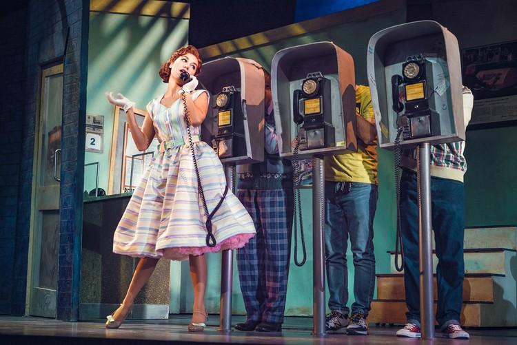 «Комедия о том, КАК БАНК ГРАБИЛИ» остроумно пародирует всевозможные клише из голливудских остросюжетных фильмов, мелодрам и комедий.