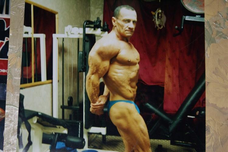 Спортсмен был участником как международных соревнований, так и боев без правил.