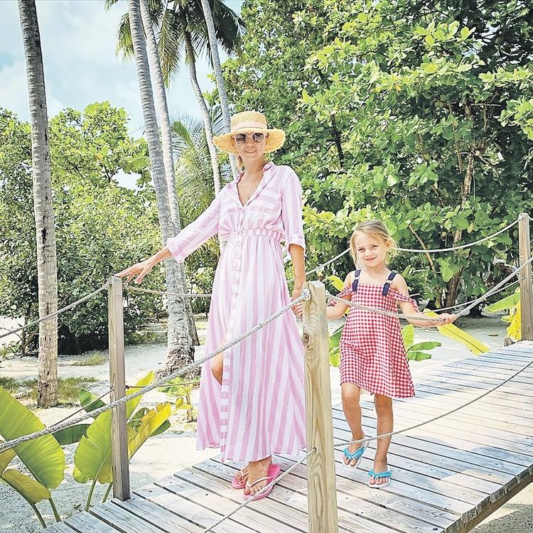 Татьяна Навка и ее дочка Надя голосуют за отдых на Мальдивах. Фото: instagram.com/tatiana_navka