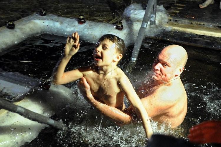 Екатеринбург. Купание в Верх-Исетском пруду при температуре -2 градуса Булатов